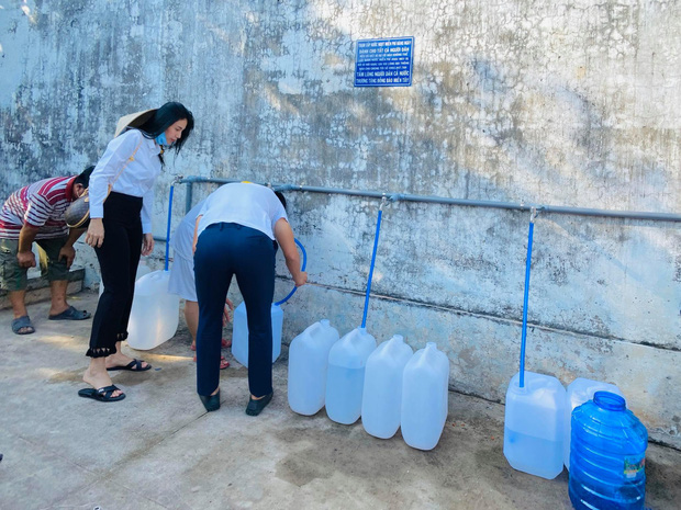 Thủy Tiên khánh thành trạm lọc nước đầu tiên cho 4000 dân tại Bến Tre, tiếp tục kêu gọi bà con miền Tây lên tiếng - Ảnh 5.