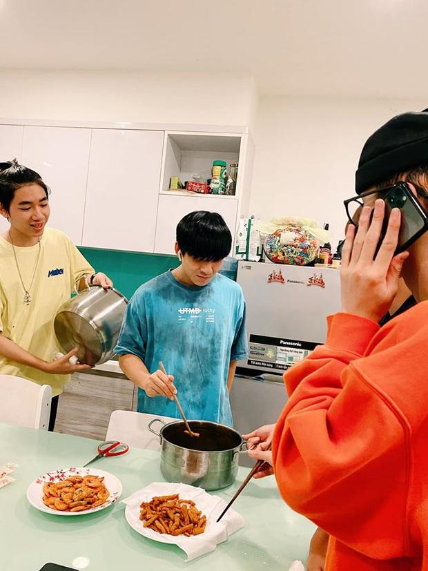 Ở nhà tránh dịch Cô Vy, K-ICM bất ngờ trổ tài nấu nướng đãi bạn: Từ tôm rim đến cá kho đều được fan khen nức nở - Ảnh 3.