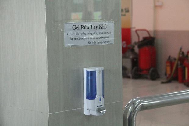 Hy hữu: Người thân chuẩn bị xuất viện, nam thanh niên trộm hết nước rửa tay trong viện về để phòng dịch COVID-19 - Ảnh 1.