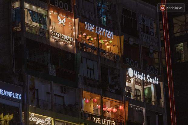 Quán xá Sài Gòn sau khi có lệnh tạm dừng hoạt động để chống dịch Covid-19: Nơi đóng cửa hàng loạt, chỗ lại tấp nập lạ thường - Ảnh 13.