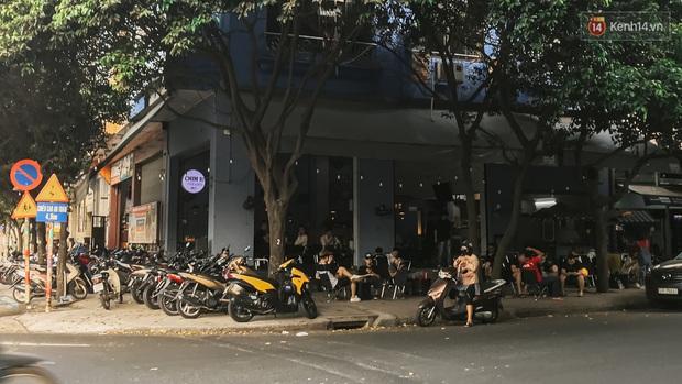 Quán xá Sài Gòn sau khi có lệnh tạm dừng hoạt động để chống dịch Covid-19: Nơi đóng cửa hàng loạt, chỗ lại tấp nập lạ thường - Ảnh 34.