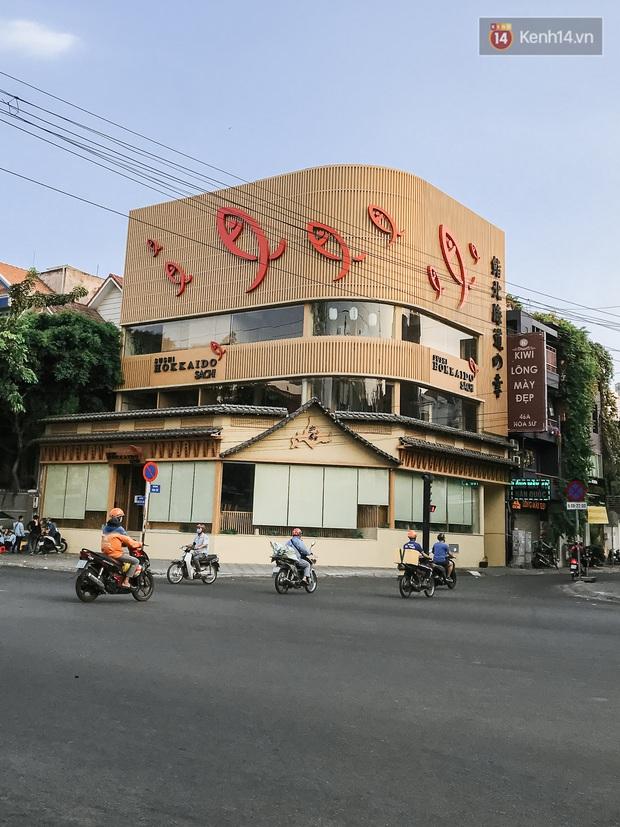 Quán xá Sài Gòn sau khi có lệnh tạm dừng hoạt động để chống dịch Covid-19: Nơi đóng cửa hàng loạt, chỗ lại tấp nập lạ thường - Ảnh 21.