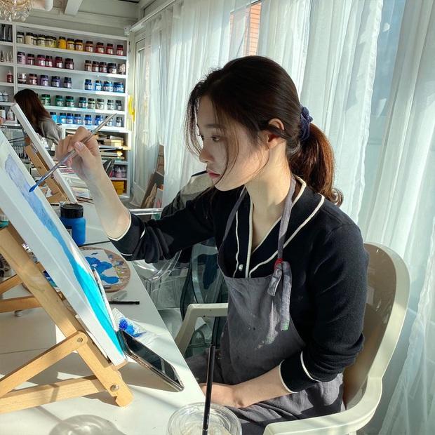 Sao Hàn làm gì ở nhà mùa dịch: Dàn nữ thần gây choáng với tài nấu ăn, hết giữ body cực đỉnh đến khám phá tài năng mới - Ảnh 9.