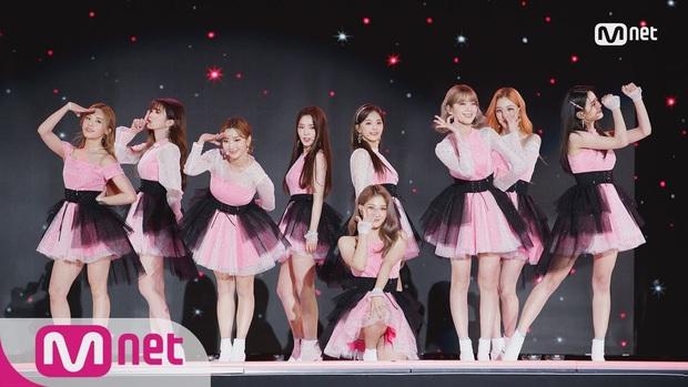 Điểm danh 17 outfit biểu diễn của hội idol bị netizen Hàn ghét cay ghét đắng, đến Black Pink cũng dính chưởng - Ảnh 7.