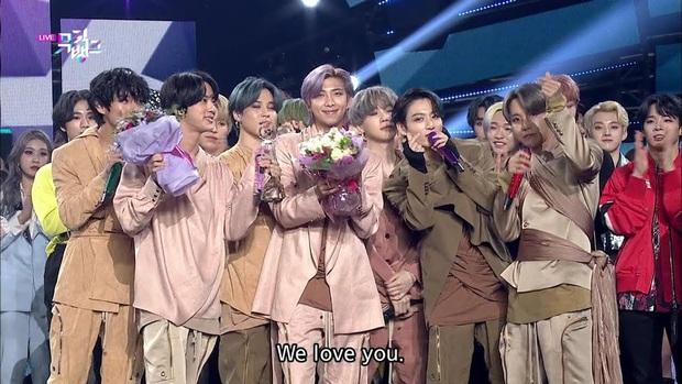 Điểm danh 17 outfit biểu diễn của hội idol bị netizen Hàn ghét cay ghét đắng, đến Black Pink cũng dính chưởng - Ảnh 16.