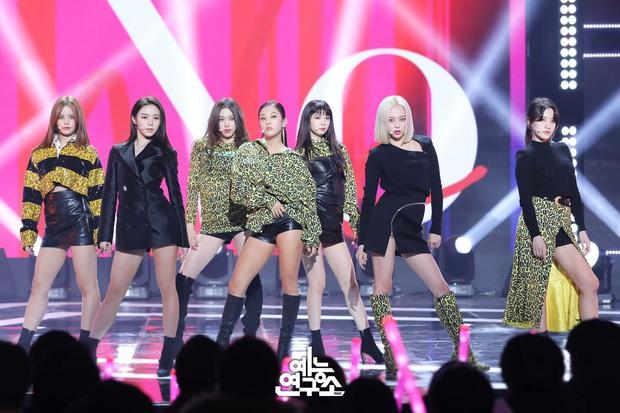 Điểm danh 17 outfit biểu diễn của hội idol bị netizen Hàn ghét cay ghét đắng, đến Black Pink cũng dính chưởng - Ảnh 9.