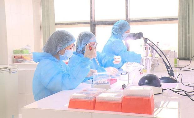 Quy trình xét nghiệm khẳng định nhiễm Covid-19 được triển khai như thế nào? - Ảnh 1.