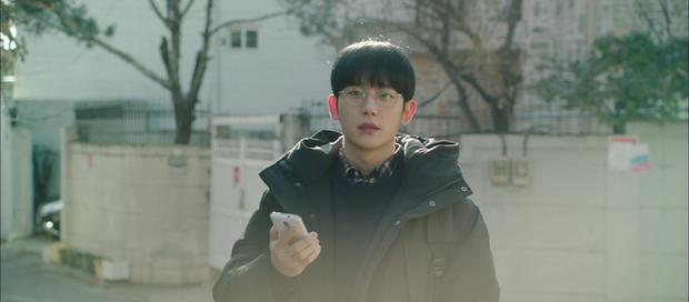 A Piece of Your Mind nâng tầm độ dị ngay tập 2: Jung Hae In thu tiếng tình đầu đã có chồng làm kỉ niệm, nữ phụ bay màu luôn từ đây? - Ảnh 3.