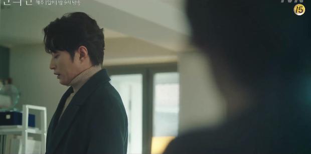 A Piece of Your Mind nâng tầm độ dị ngay tập 2: Jung Hae In thu tiếng tình đầu đã có chồng làm kỉ niệm, nữ phụ bay màu luôn từ đây? - Ảnh 6.