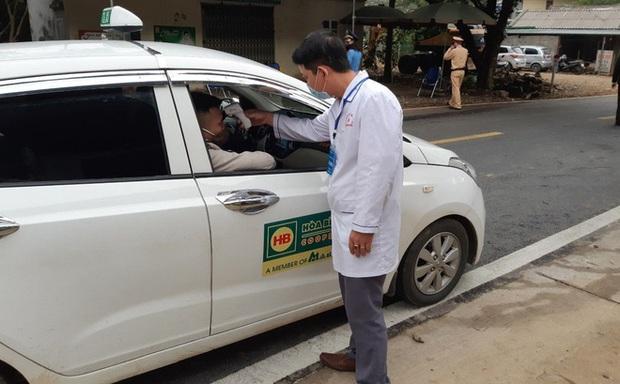 Lai Châu phong tỏa khu phố, trắng đêm rà soát được 26 người tiếp xúc với bệnh nhân nhiễm Covid-19 - Ảnh 1.