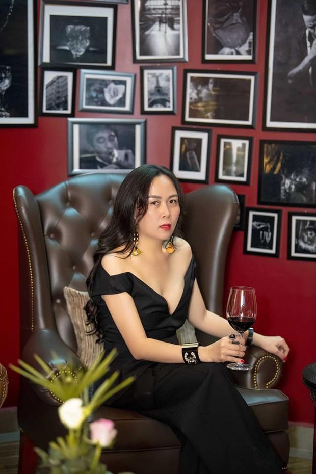 Style đang tiến bộ rõ rệt, Phượng Chanel lại tự tay đạp đổ đăng lại hình diện đồ đôi khó cảm với Ngọc Trinh ngày xưa - Ảnh 2.