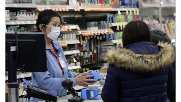 10 lưu ý giúp bạn tránh lây nhiễm Covid-19 khi phải đi mua sắm trong thời dịch - Ảnh 7.