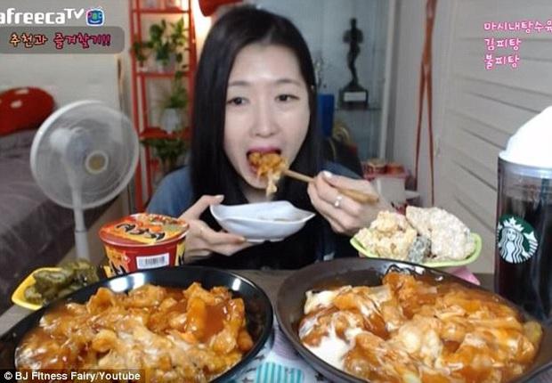 """Ở nhà tránh dịch, nếu không muốn tăng cân vèo vèo, hãy kiểm soát tốt chế độ ăn uống vào 3 thời điểm """"dễ gây béo"""" nhất trong ngày - Ảnh 2."""