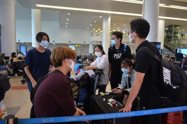 Nóng: Dừng vận chuyển người Việt Nam từ nước ngoài về sân bay Nội Bài - Ảnh 1.