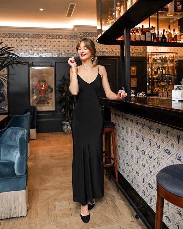 Phụ nữ Pháp cứ diện váy lụa đẹp mê thế này, chị em ngắm rồi sẽ muốn tậu ngay cả lố với muôn màu sắc - Ảnh 12.