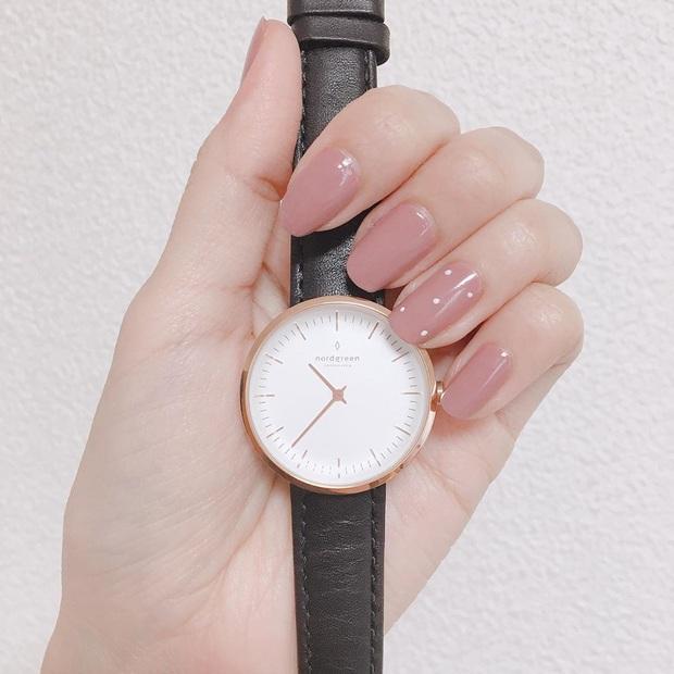 10 kiểu nail đơn giản các chị em có thể tự làm ở nhà mà cũng sang - xịn - mịn vô cùng - Ảnh 5.