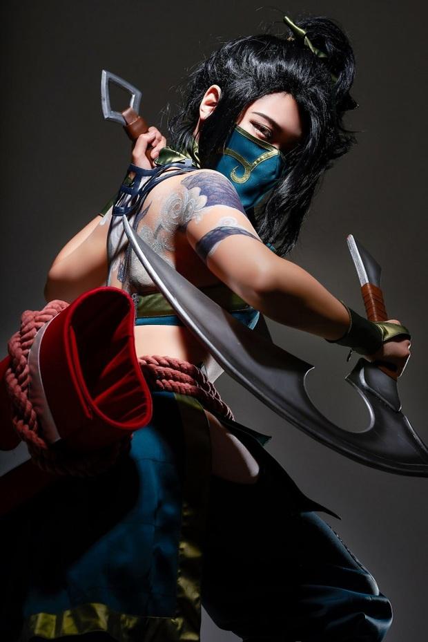 Chiêm ngưỡng vẻ nóng bỏng chết người của cô nàng cosplayer người Hàn Quốc khi hóa thân vào sát thủ đơn độc Akali - Ảnh 6.