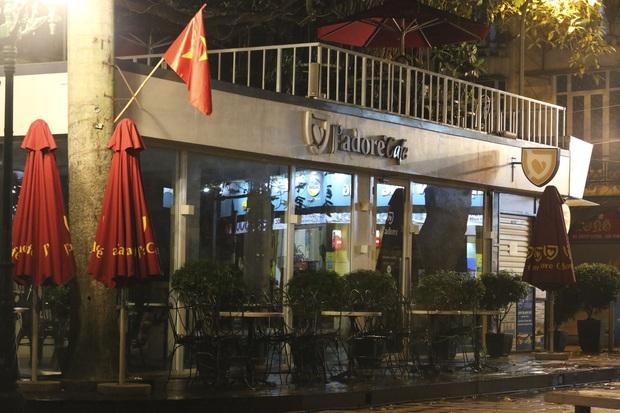 Ảnh: Hàng loạt quán cà phê ngừng hoạt động sau lệnh đóng cửa của Chủ tịch thành phố Hà Nội - Ảnh 4.