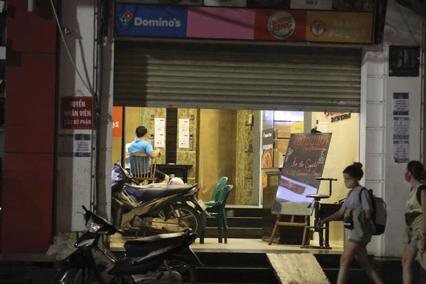 Ảnh: Hàng loạt quán cà phê ngừng hoạt động sau lệnh đóng cửa của Chủ tịch thành phố Hà Nội - Ảnh 3.