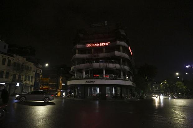 Ảnh: Hàng loạt quán cà phê ngừng hoạt động sau lệnh đóng cửa của Chủ tịch thành phố Hà Nội - Ảnh 6.
