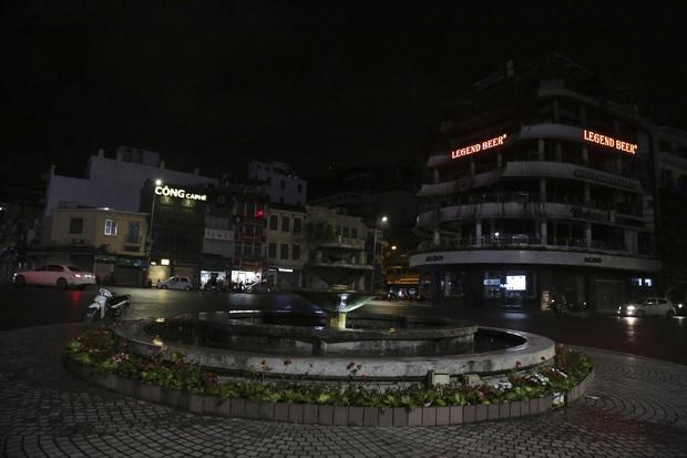 Ảnh: Hàng loạt quán cà phê ngừng hoạt động sau lệnh đóng cửa của Chủ tịch thành phố Hà Nội - Ảnh 7.