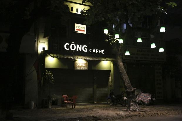Ảnh: Hàng loạt quán cà phê ngừng hoạt động sau lệnh đóng cửa của Chủ tịch thành phố Hà Nội - Ảnh 5.
