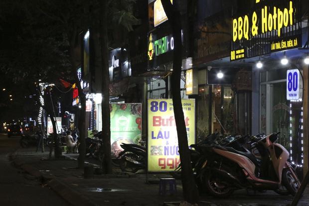 Ảnh: Hàng loạt quán cà phê ngừng hoạt động sau lệnh đóng cửa của Chủ tịch thành phố Hà Nội - Ảnh 13.