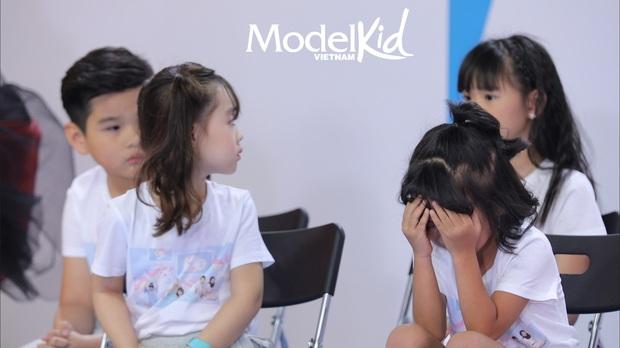 Model Kid: Quang Đại bất ngờ lên tiếng, Hương Ly đỏ hoe mắt, các thí sinh nhí ôm mặt lo lắng - Ảnh 11.