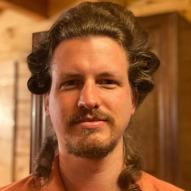 Lo bạn gái buồn chán mùa Covid-19, chàng trai hy sinh thân mình làm mẫu tóc và kết quả cực viral - Ảnh 1.