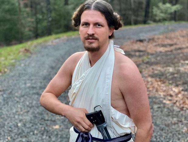 Lo bạn gái buồn chán mùa Covid-19, chàng trai hy sinh thân mình làm mẫu tóc và kết quả cực viral - Ảnh 5.