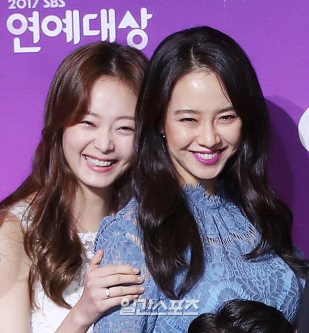 Biến căng: Fan cãi nhau vì Lee Kwang Soo bỏ follow Jeon So Min, Song Ji Hyo ngồi không cũng bị vạ lây - Ảnh 5.