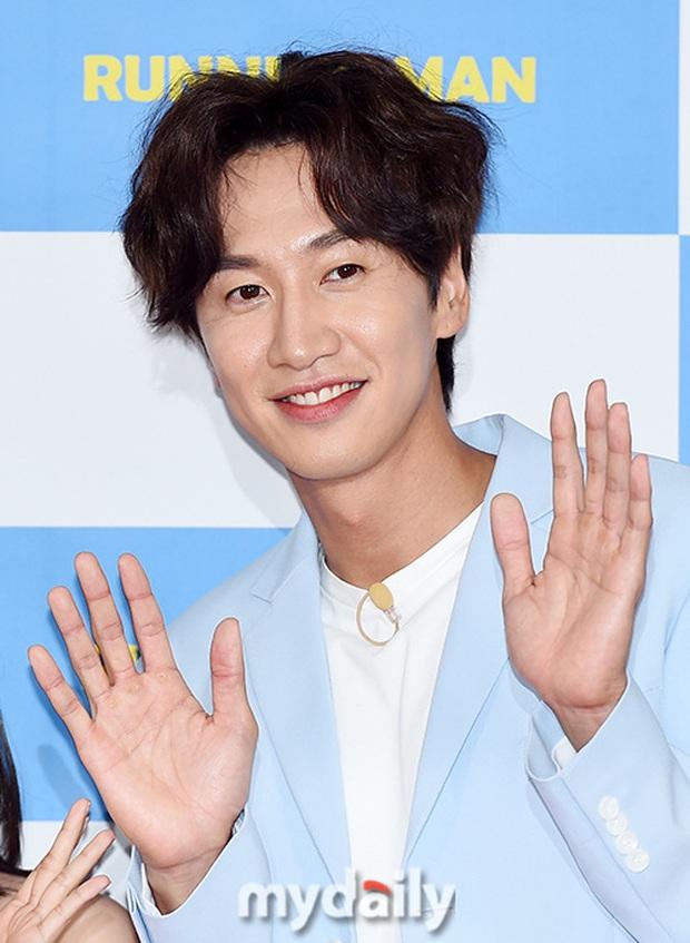Biến căng: Fan cãi nhau vì Lee Kwang Soo bỏ follow Jeon So Min, Song Ji Hyo ngồi không cũng bị vạ lây - Ảnh 4.
