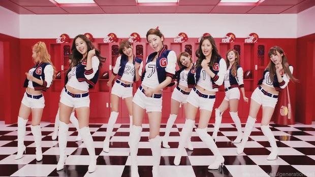 """Từ thời """"ngày xửa ngày xưa"""", SNSD đã lăng xê bao hot trend khiến dân tình điên đảo: Đẳng cấp girl group """"tường thành"""" là đây - Ảnh 3."""