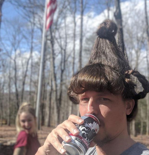 Lo bạn gái buồn chán mùa Covid-19, chàng trai hy sinh thân mình làm mẫu tóc và kết quả cực viral - Ảnh 13.