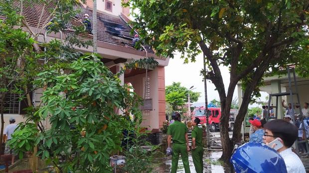 Đang sửa chữa, nhà thờ Cồn Dầu ở Đà Nẵng bất ngờ bốc cháy - Ảnh 3.