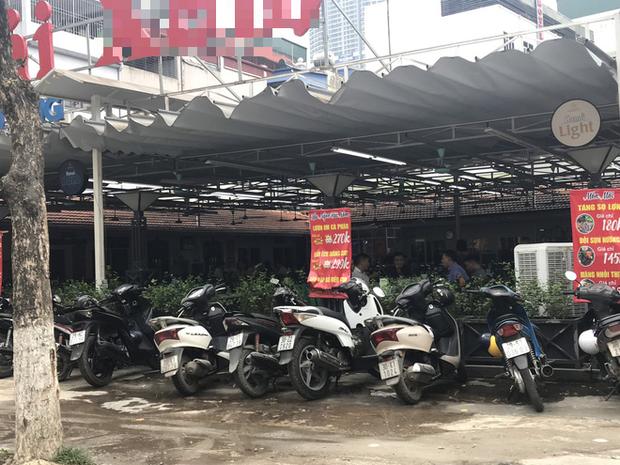 Hà Nội: Hàng loạt quán cafe, quán nhậu vẫn tấp nập mở cửa đón khách bất chấp lệnh đóng cửa để phòng chống COVID-19 - Ảnh 5.