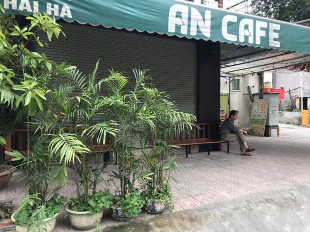 Hà Nội: Hàng loạt quán cafe, quán nhậu vẫn tấp nập mở cửa đón khách bất chấp lệnh đóng cửa để phòng chống COVID-19 - Ảnh 20.