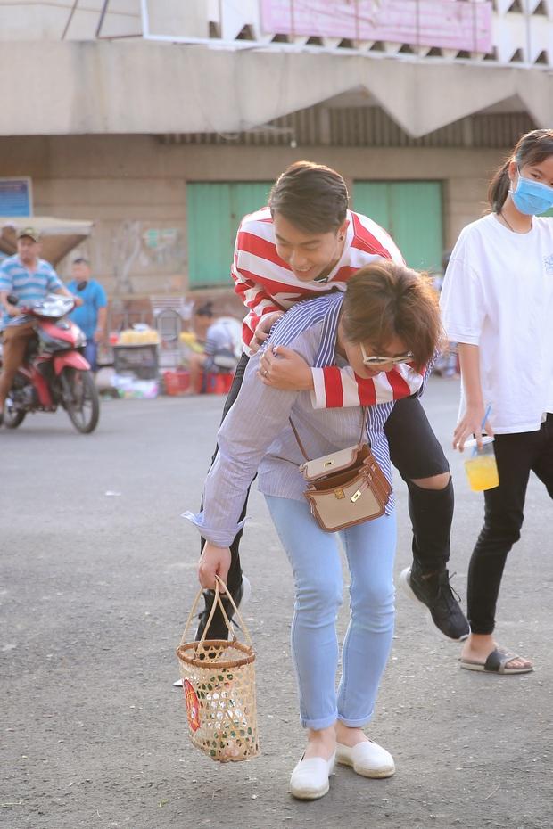 Tự cách ly vì Cô Vy, Duy Khánh vẫn được chồng yêu Cris Phan tiếp tế thức ăn tận cửa - Ảnh 3.