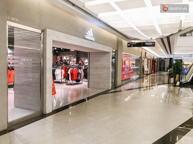 Cảnh tượng vắng chưa từng thấy tại loạt trung tâm thương mại đình đám nhất Sài Gòn, số người ra vào chỉ đếm trên đầu ngón tay - Ảnh 17.