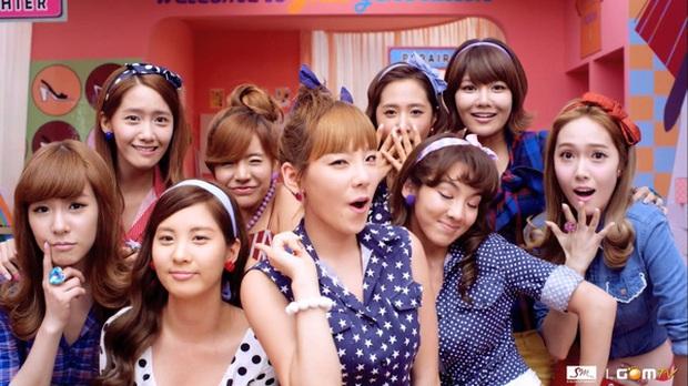 """Từ thời """"ngày xửa ngày xưa"""", SNSD đã lăng xê bao hot trend khiến dân tình điên đảo: Đẳng cấp girl group """"tường thành"""" là đây - Ảnh 6."""