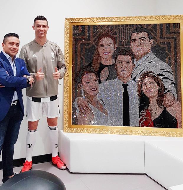 Gặp gỡ Mr Bling, nghệ nhân tranh đá quý Swarovski làm mê hoặc cả Messi, Ronaldo và Neymar - Ảnh 3.
