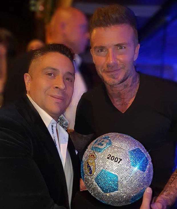 Gặp gỡ Mr Bling, nghệ nhân tranh đá quý Swarovski làm mê hoặc cả Messi, Ronaldo và Neymar - Ảnh 5.