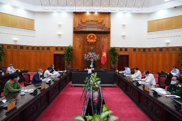 Thủ tướng: Tạm dừng mọi hoạt động hội họp, tập trung trên 20 người - Ảnh 2.
