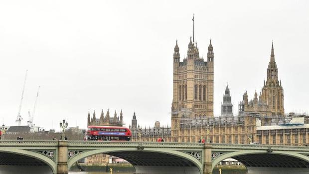 Dịch Covid-19 bùng phát, Quốc hội Anh đóng cửa - Ảnh 1.
