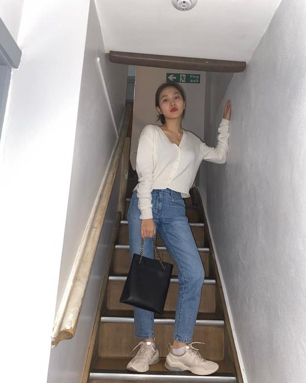 Thuộc team chân ngắn của Kpop nhưng Yeri (Red Velvet) vẫn mặc quần jeans siêu nuột, ra là có bí kíp cả - Ảnh 1.
