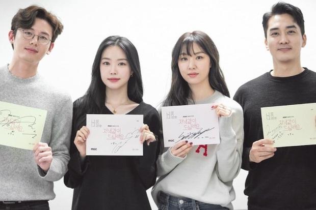 Gặp tình địch ở buổi đọc kịch bản, chị đẹp Triều Tiên Seo Dan tưởng thắng thế ai dè lại bị dìm thê thảm vì tóc mái thế này - Ảnh 1.