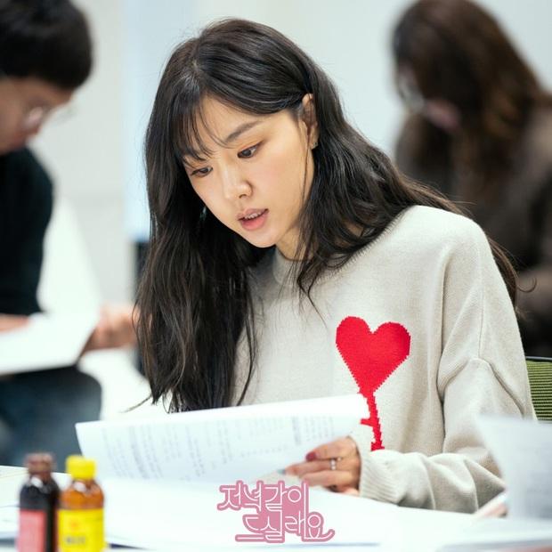 Gặp tình địch ở buổi đọc kịch bản, chị đẹp Triều Tiên Seo Dan tưởng thắng thế ai dè lại bị dìm thê thảm vì tóc mái thế này - Ảnh 3.