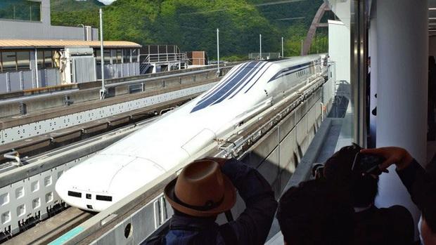 Nhật Bản giới thiệu tàu điện siêu tốc mới: Sử dụng công nghệ sạc không dây, đạt vận tốc tối đa lên tới hơn 500km/h - Ảnh 2.
