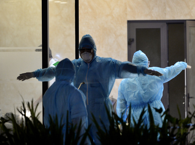 Hà Nội: Cách ly tạm thời tòa chung cư nơi bệnh nhân 148 sinh sống - Ảnh 5.
