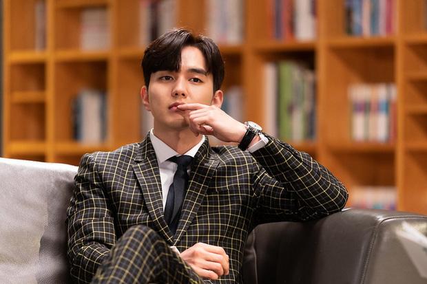 Tiểu So Ji Sub Yoo Seung Ho leo top tìm kiếm Naver vì bộ ảnh hậu trường mới: Tăng cân xong còn soái, ngầu hơn mới lạ! - Ảnh 2.